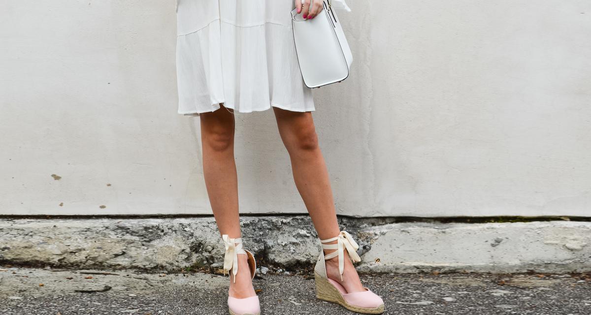 5 nyári cipőfazon, ami nem mutatja a lábkörmödet, mégis csinos
