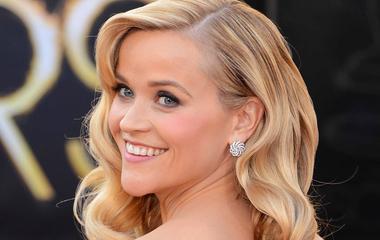 Ezek a hajfazonok állnak jól, ha szív alakú az arcod: Reese Witherspoon bájos frizurái