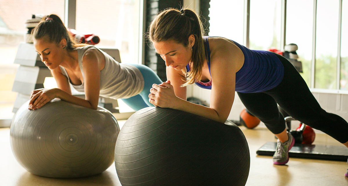 Kétszer hatékonyabb vele az edzés: ezért jó, ha fitneszlabdával tornázol!