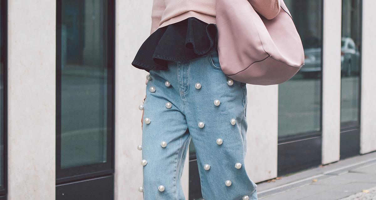 A gyöngyökkel idén sem spórol a divat: cipőn, táskán és ruhán is jól mutatnak