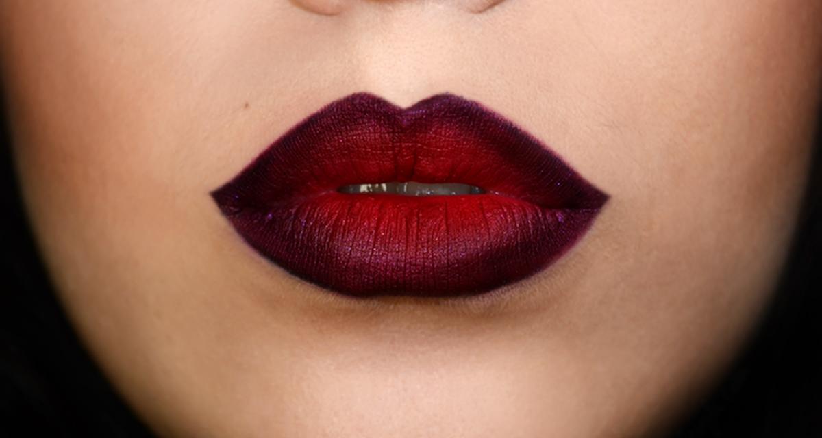Fekete szemceruzával rajzolta körbe az ajkait: gyönyörű sminket kapott