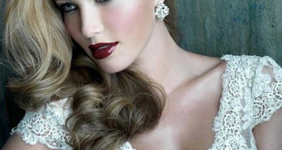 Álomszép, csipkés menyasszonyi ruhák több fazonban