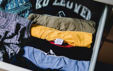 Így terítsd ki a ruhákat, hogy ne kelljen vasalni - Így nem gyűrődnek
