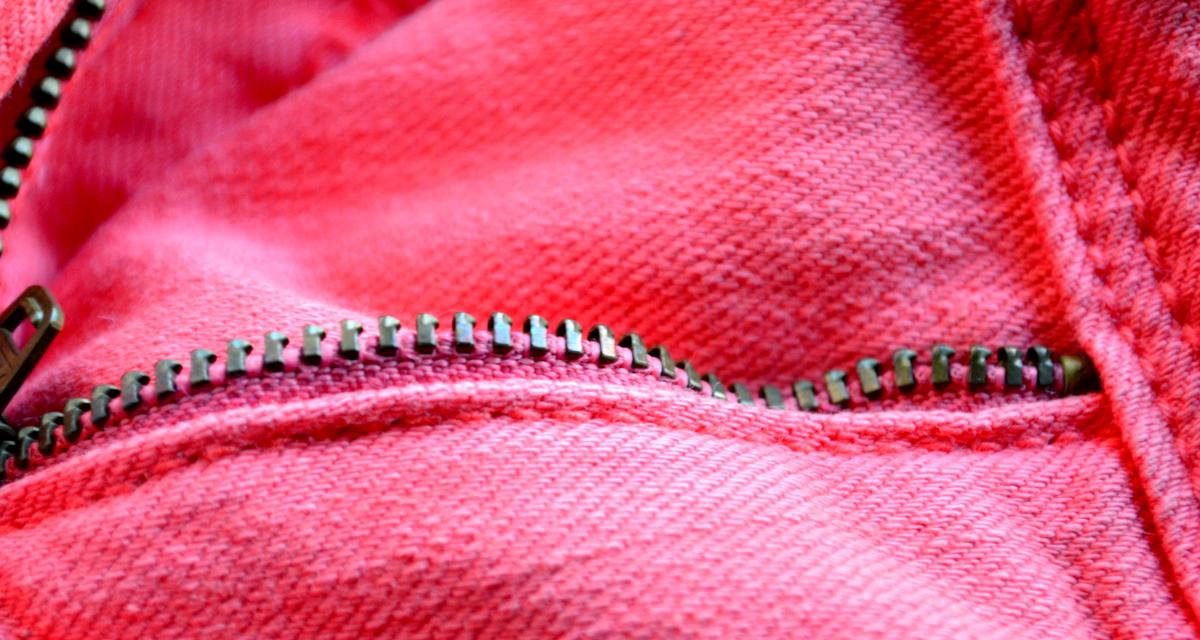 Szétjött a cipzár a ruhádon? Egy ceruzával megjavíthatod