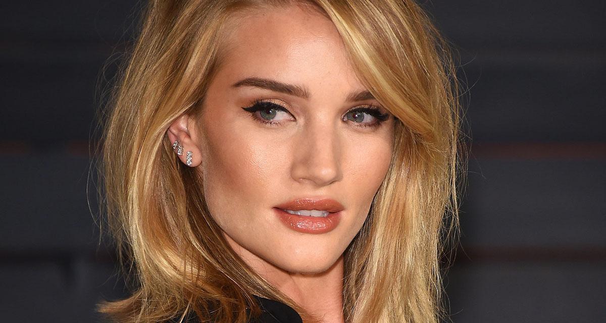 A 30 éves szupermodell elárulja sminktitkait: ettől olyan ragyogó a bőre