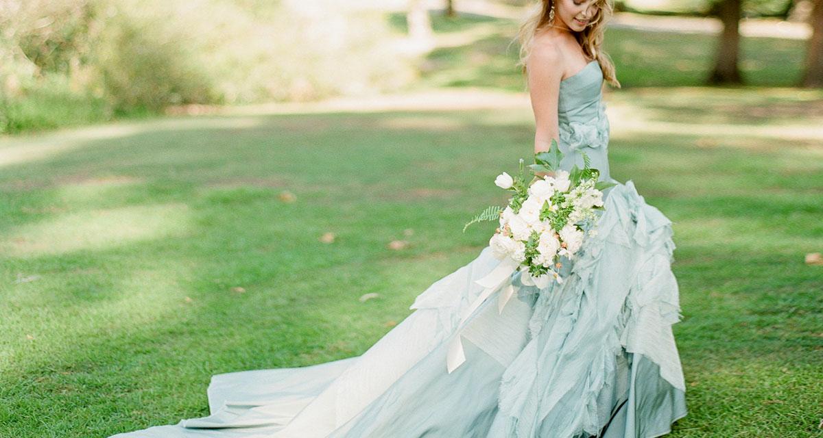 Álomba illő, pasztellszínű esküvői ruhák: a hófehérnél is szebbek