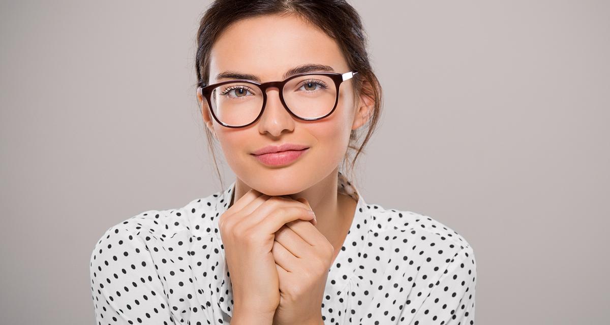 3 igéző szemsmink, mely tágra nyitja a tekintetet a szemüveg alatt