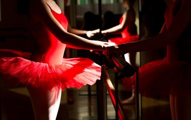 Csodásan bánik a testével a ducinak tartott balerina