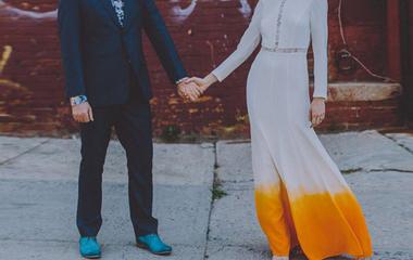 Mintha festékbe mártották volna az esküvői ruhát - Elképesztően jól néz ki