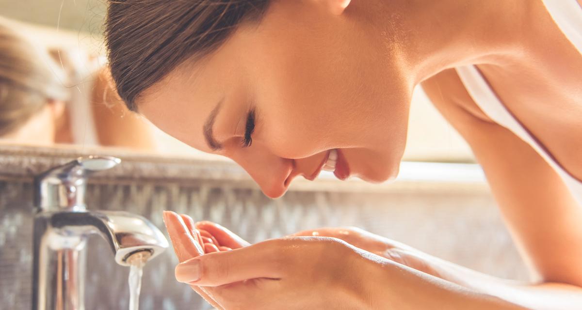 Tisztább és matt bőr tág pórusok nélkül: kapásból 6 érvet tudunk az arckefe mellett