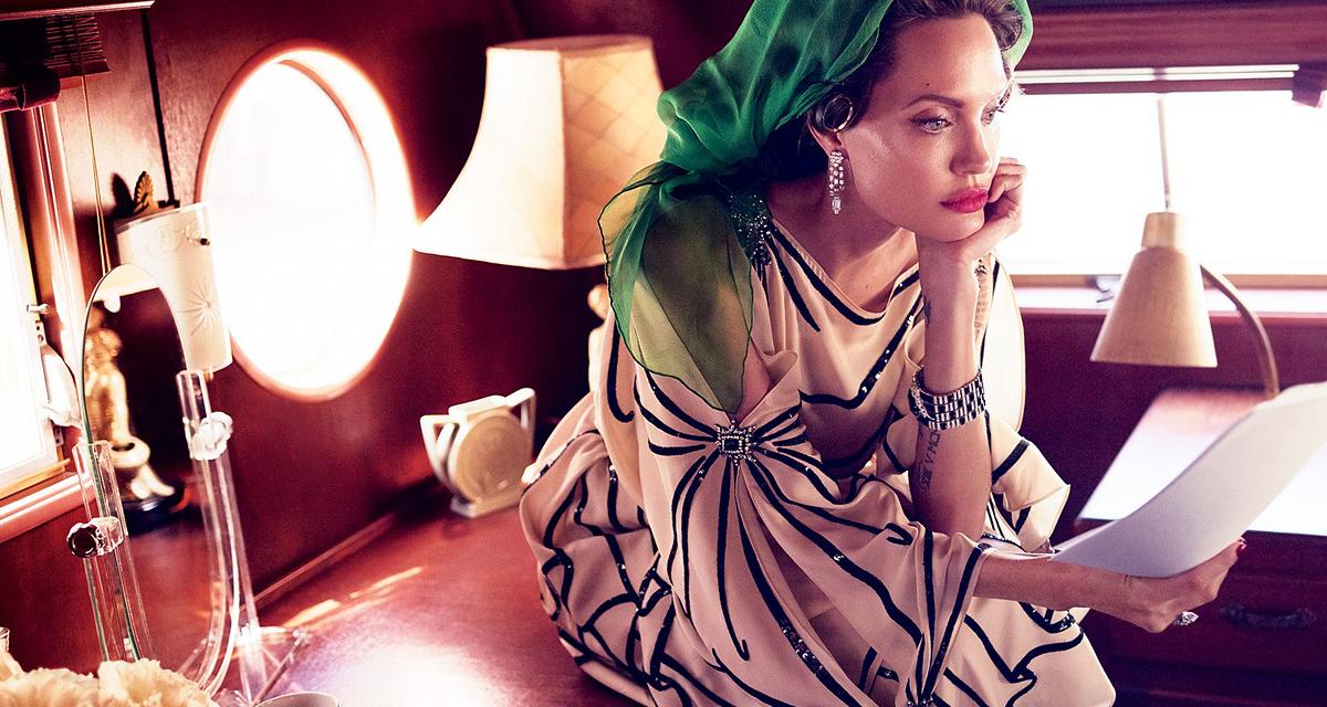 Csodás képeken a 42 éves Angelina Jolie - Bár kissé megszaladt a retus