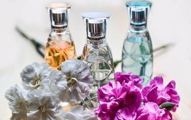 A legnőiesebb tavaszi parfümújdonságok: friss és különleges illatok
