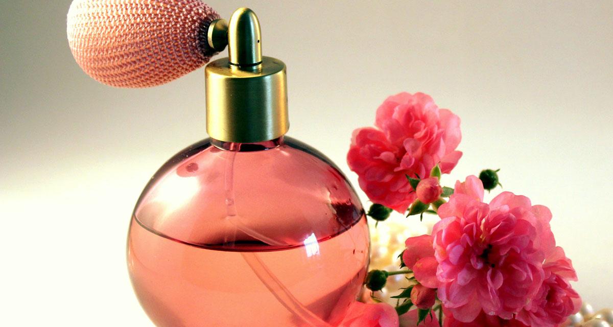 Így tüntesd el magadról a parfüm illatát: egy mozdulat, és nyoma sem lesz