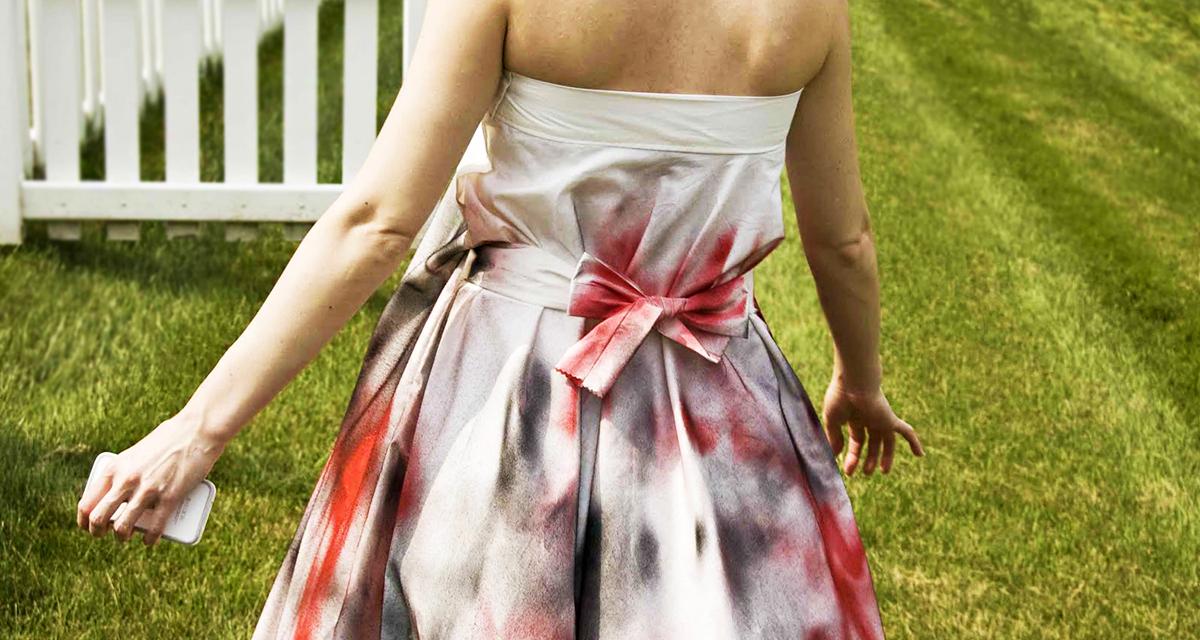Színes festéket fújt az esküvői ruhára: hihetetlenül gyönyörű lett