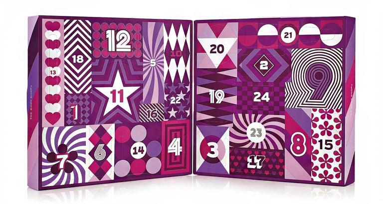 A The Body Shop idén négyféle szépségkalendáriumot is piacra dob, ezek közül az egyik 24 napos lesz. A többi három 25 terméket foglal magába, finom illatokkal megspékelve. A 24 darabos doboz ára: 20 990 forint.