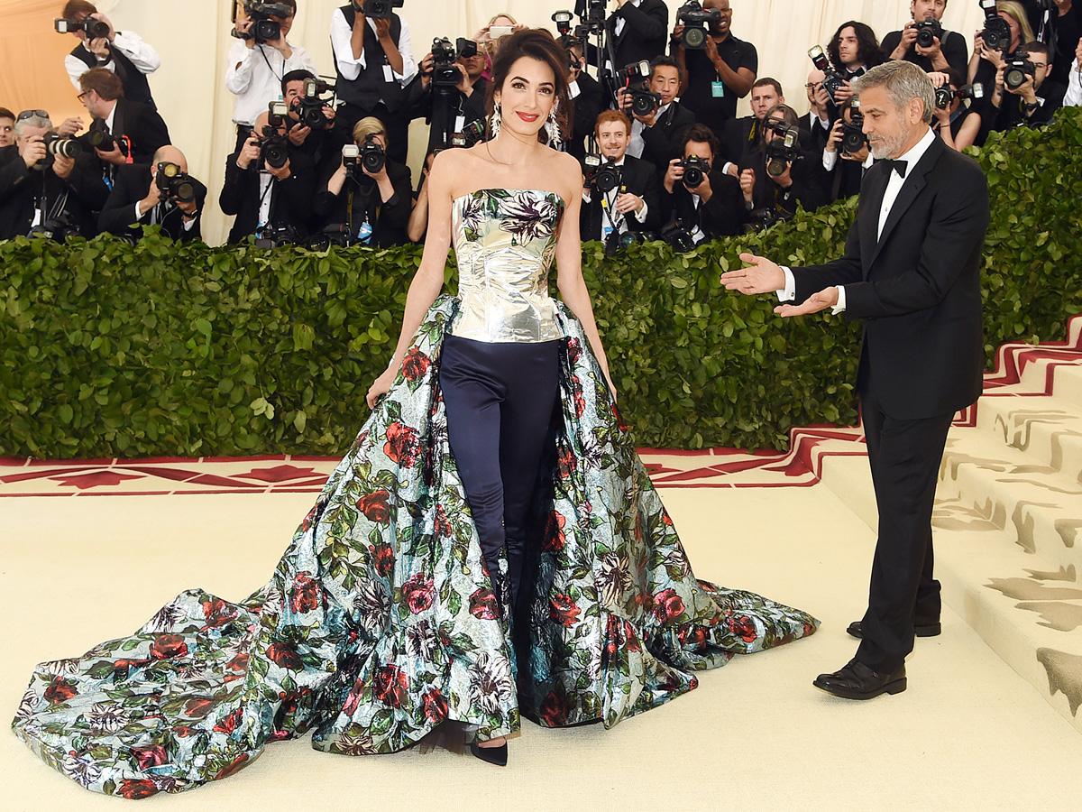 George Clooney így csodálta gyönyörű feleségét.
