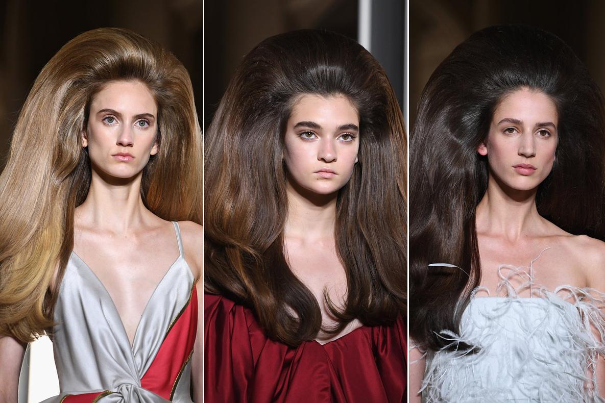 Hét kiválasztott modell vonult végig a párizsi kifutón ilyen nevetséges frizurával.