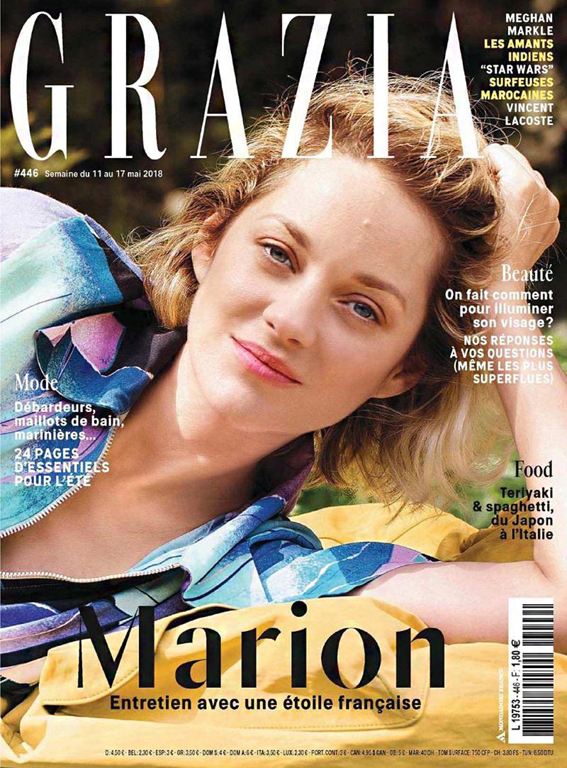 A címlapon alig sminkben pózol a színésznő, akiről nehéz elhinni, hogy 42 éves.