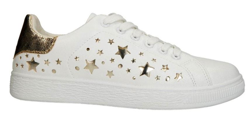 Ez a csajos sportcipő a CCC üzleteiben kapható 4890 forintért.