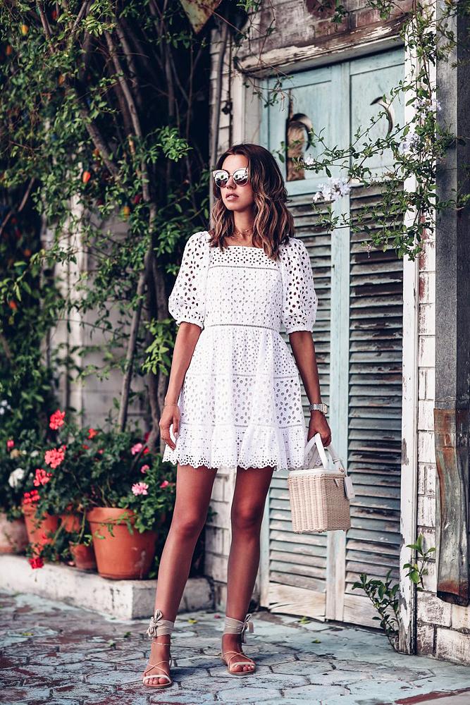 Ha romantikus stílusról van szó, nehéz versenyezni a madeira csipkéből készült hófehér ruhákkal.