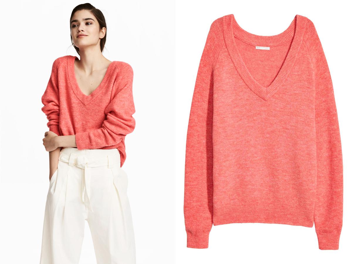 A H&M korallszínű pulóvere 6990 forintért kapható.
