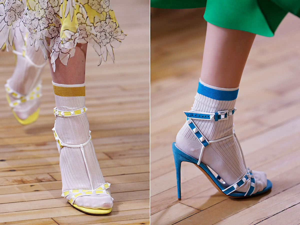 A Valentino 2018-as resort kollekciójában is felbukkantak a szandálból kivillanó zoknik.