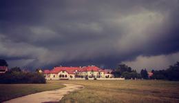 Vihar készül