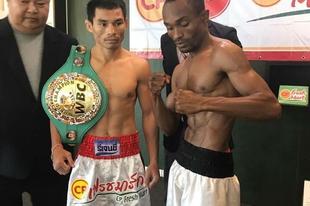 Wanheng Menayothin két győzelemre a 49-0-ás rekordtól