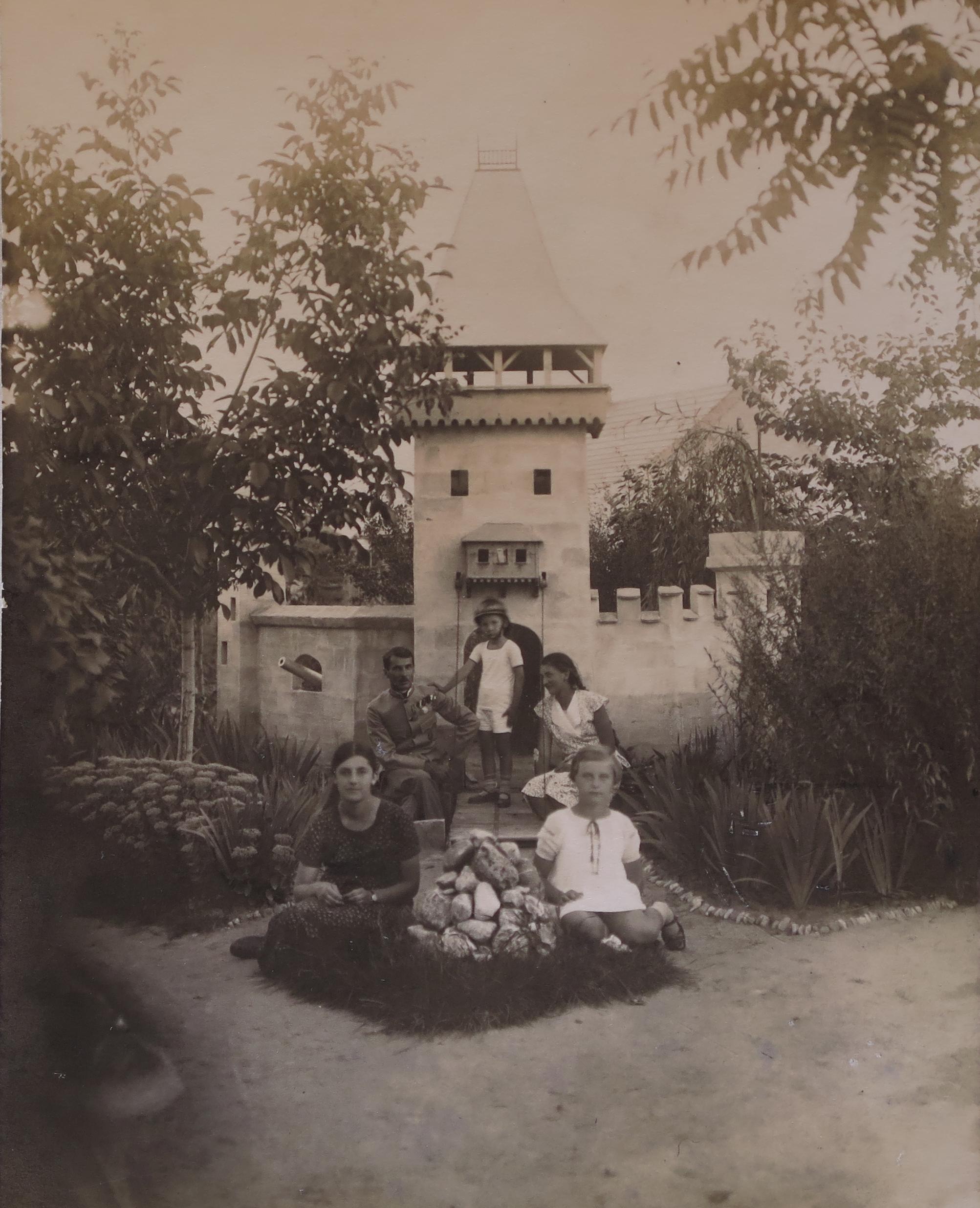 1932a.jpg