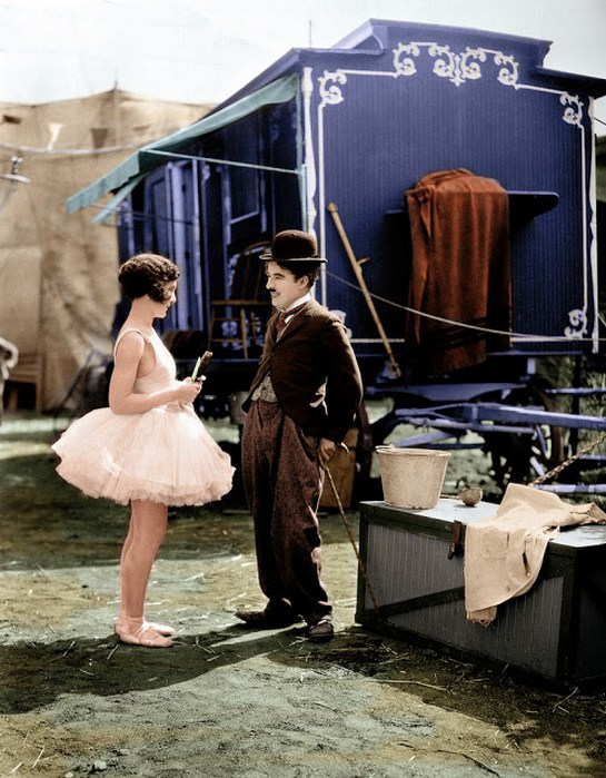 interesting_colorized_photos_of_charlie_chaplin_in_the_1910s-30s_2810_29.jpg