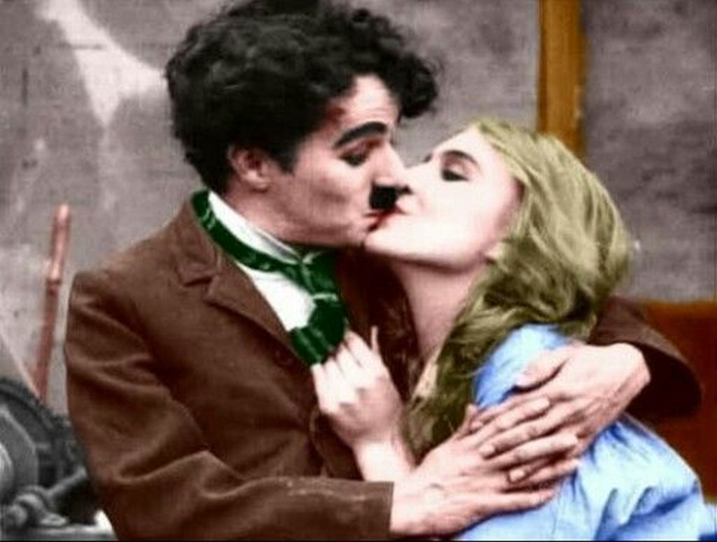 interesting_colorized_photos_of_charlie_chaplin_in_the_1910s-30s_2816_29.jpg