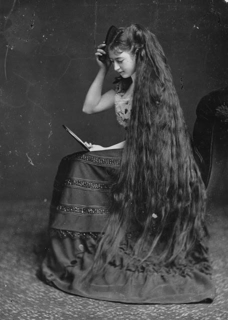 longhair_victorian_woman_284_29.jpg