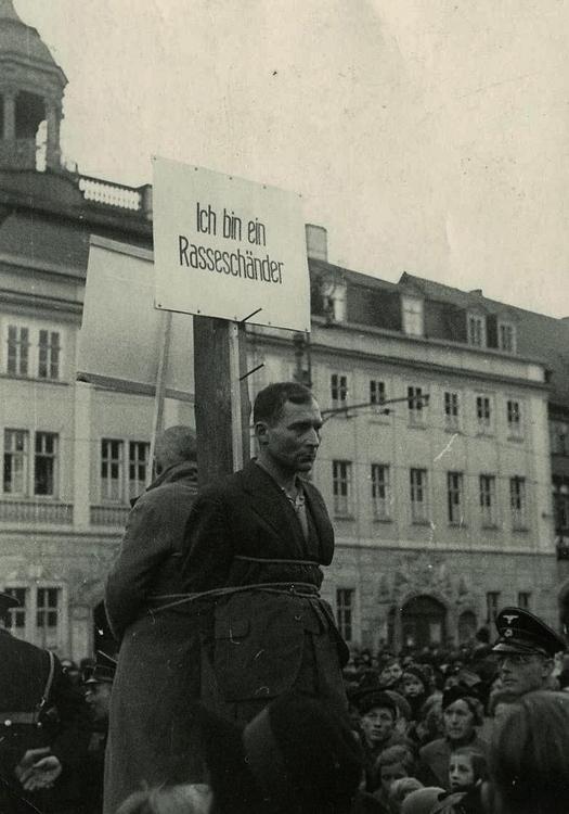 1940_november_eisenach_lengyel_ferfiak_pellengeren_a_nemet_birodalomban_fajrombolas_a_vad_ellenuk_mert_nemet_novel_randevuztak.jpg
