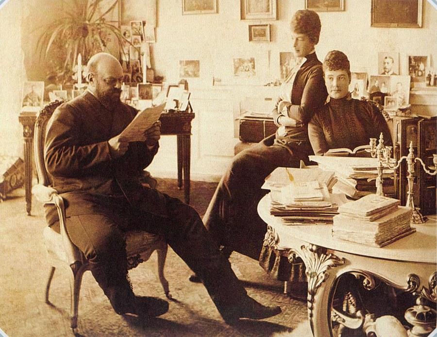 1892_iii_sandor_orosz_car_felesegevel_es_sogornojevel_a_foton_mindossze_47_eves_volt_es_ket_ev_mulva_elhunyt.jpg