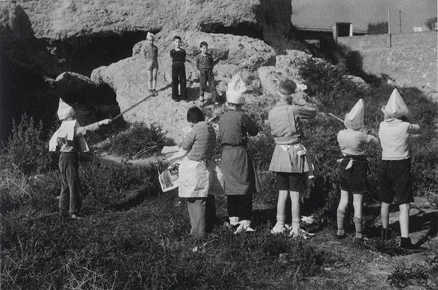 1936_spanyol_gyerekek_a_polgarhaboru_idejen_kivegzest_jatszanak.jpg