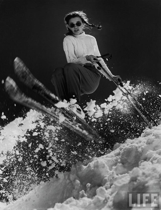 1947_a_kesobbi_olimpiai_aranyermes_15_eves_amerikai_andrea_mead_lawrence_gyakorol.jpg