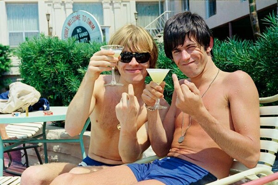 1965_brian_jones_es_keith_richards_a_fort_harrison_hotel_medencejenek_partjan_clearwater-ben.jpg
