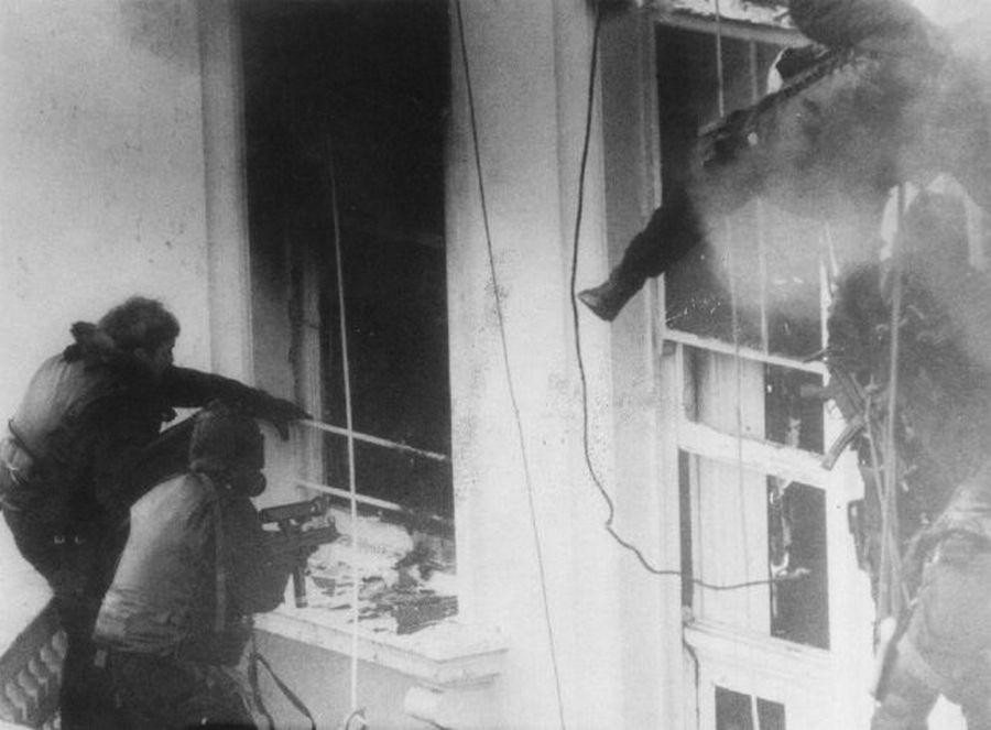 1980_a_nimrod_akcio_a_londoni_irani_nagykovetseget_elfoglalo_terroristak_elleni_sas_akcio.jpg