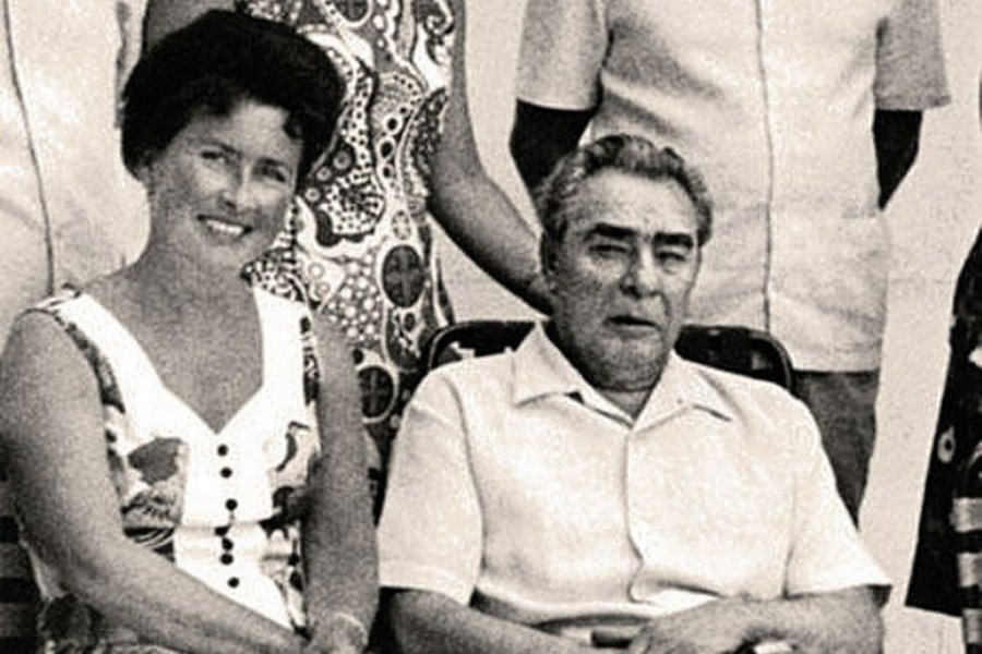 1970-es_evek_brezsnyev_kozos_foton_szeretojevel_nina_korovjakova_apolonovel.jpg
