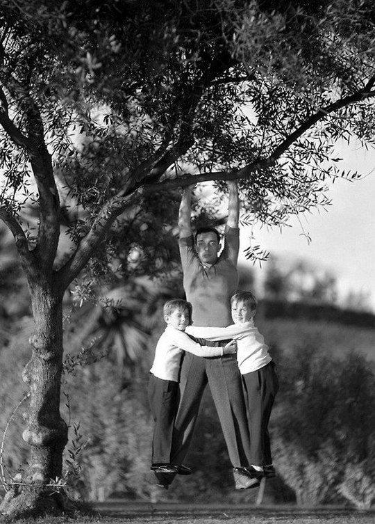 1928_buster_keaton_nemafilmsztar_es_fiai_lognak_egy_fan.jpg
