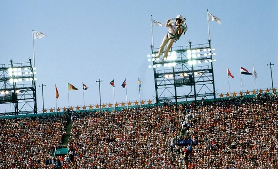 1984_jetpack-bemutato_a_los_angelesi_olimpia_megnyitojan.jpg