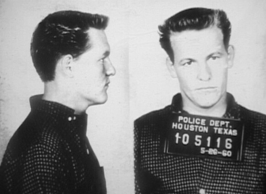 1960_a_szinesz_woody_harrelson_apja_charles_harrelson_a_ketszeres_eletfogytiglanra_itelt_bergyilkos_rabositasi_fotoja.jpg
