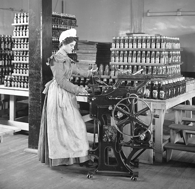 1897_female_worker_bottling_ketchup_at_the_original_heinz_factory_in_pittsburgh.jpg