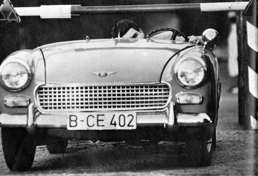 1963_majus_5_heinz_meixner_defects_from_east_germany_by_driving_through_checkpoint_charlie_after_removing_his_windshield.jpg