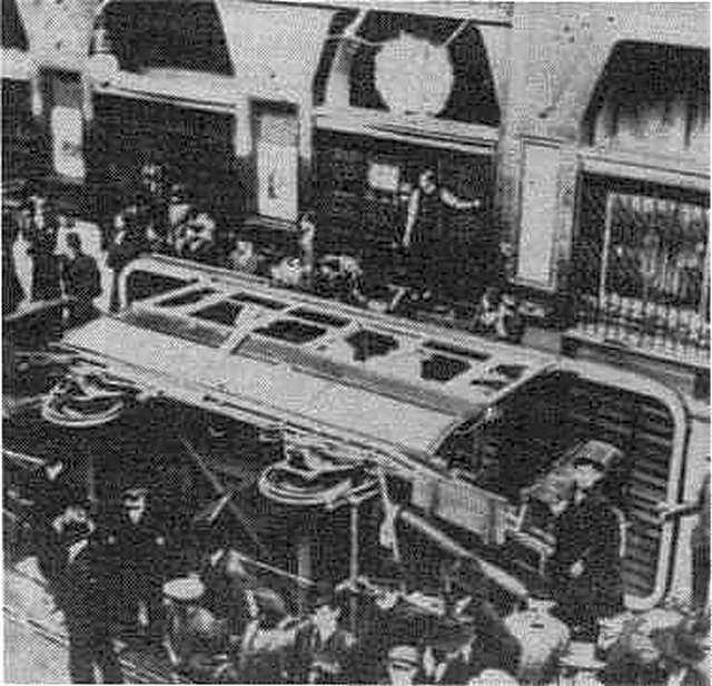 1912_felboritott_villamoskocsi_budapesten_a_vervoros_csutortokon.jpg