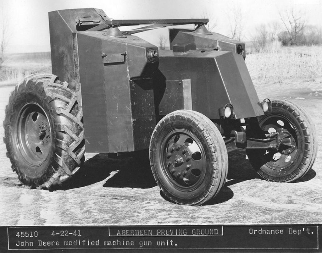 1941_pancelozott_es_geppuskaval_felszerelt_john_deere_traktor_az_amerikai_hadsereg_szamara.jpg