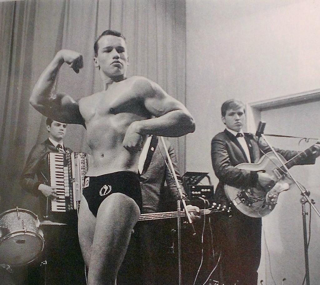 1963_a_16_eves_arnold_schwarzenegger_elso_testepito-versenyen_ausztriaban_ot_ev_mulva_vandorolt_ki_az_allamokba.jpg