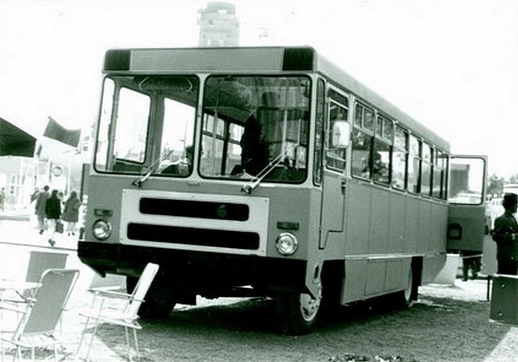 1975_a_kecskemeti_mezogep_vallalat_csepel_alvazra_epitett_autobusz_prototipusa.jpg