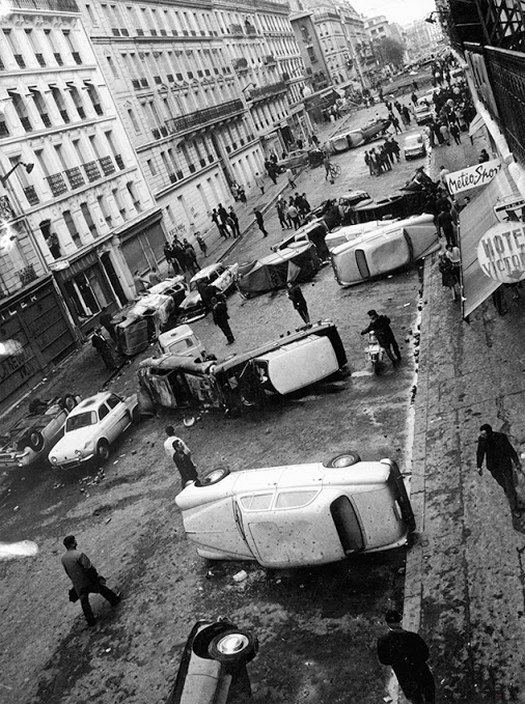 1968_felboritott_autok_egy_parizsi_diaktuntetes_utan.jpg