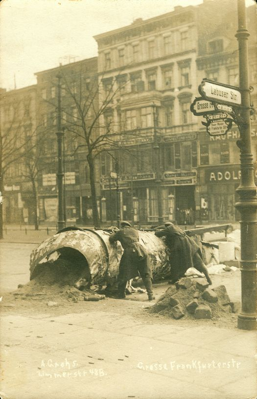 1919_utcai_barikad_berlinben_a_spartakista_felkeles_idejen.jpg